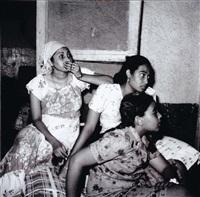 trois femmes dans un salon by abbas habibala abdulatif