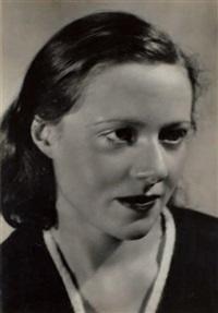 portrait de rose robin schneider, amie de kertész et élève de la pianiste marguerite long by andré kertész