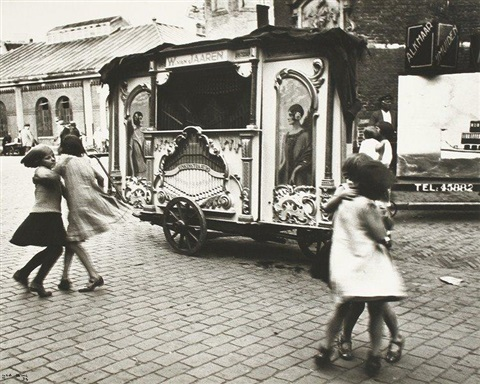 orgue de barbarie leierkasten barrel organ amsterdam by ilse bing
