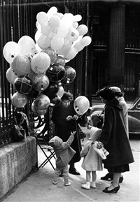 la marchande de ballons du parc monceau, paris by christian lemaire