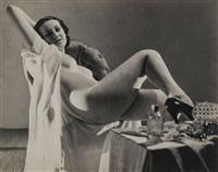 jeune femme nue assise dans un fauteuil, 1930 by dora maar