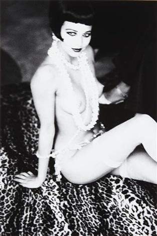 maria luisa with white pearls by ellen von unwerth