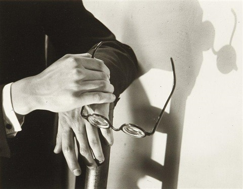 les mains de paul arma avec ombres paris by andré kertész
