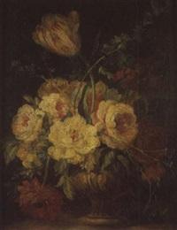 bouquet de fleurs sur un entablement by giuseppe vicenzino