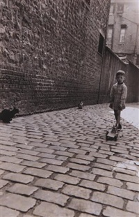 le petit garçon au chariot, rouen by christian lemaire