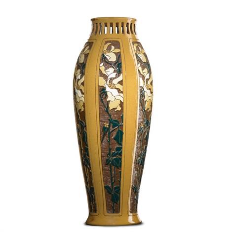 della robbia vase by roseville