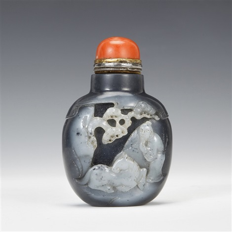 black and white jade sage and pine pattern snuff bottle