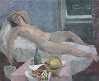 siesta, auf ruhebett liegender weiblicher akt, davor ein tisch mit blumen, hut und weinflasche by richard eberle