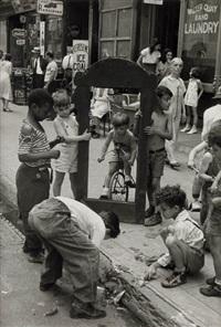 children with a broken mirror, new york city by helen levitt
