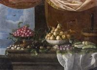 bodegón: peras, ciruelas y otras frutas encima de una repisa by pedro de camprobin