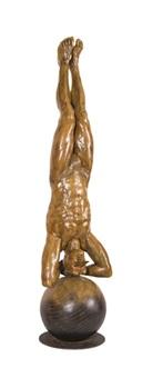 equilibrista de cabeza monumental by jorge marín