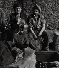 les chats des clochards, paris, 1950 by robert doisneau