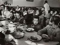 camp de réfugiés israéliens. les enfants au réfectoire, israël by robert capa