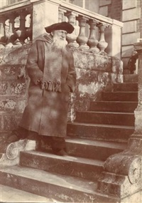 auguste rodin, sculpteur, sur l'escalier, à meudon by paul marsan dornac