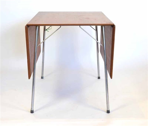 drop leaf table by arne jacobsen