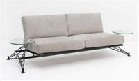 canapé modèle wing à deux tables d'appoint integrées alcantara by roy fleetwood