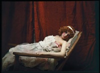 femme allongée au rideau rouge by edmond goldschmidt