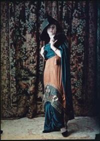 femme devant un rideau fleuri by edmond goldschmidt