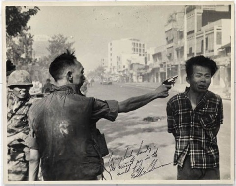 general nguyen ngoc loan executing viet cong prisoner nguyen van lém saigon by eddie adams