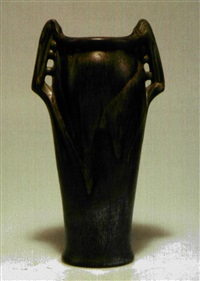 vase by denbac