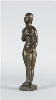 stehende weibliche figur mit tuch by emy roeder