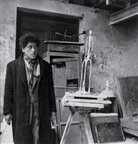 portrait d'alberto giacometti dans son atelier rue des archives, paris by michel sima
