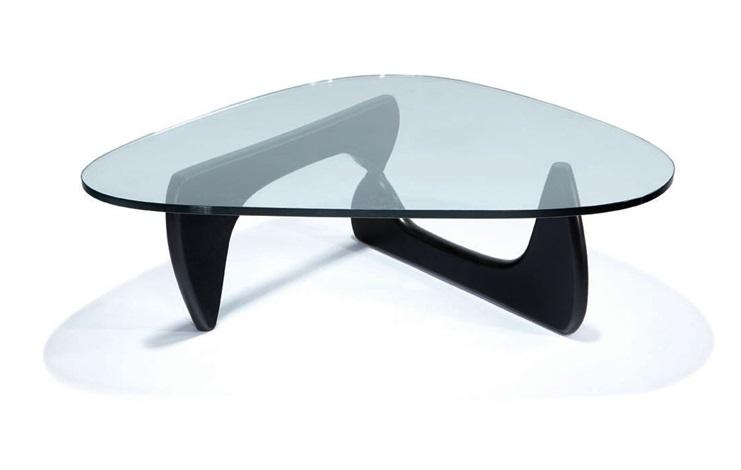 Biomorphic coffee table model IN 50 by Isamu Noguchi on artnet