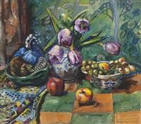 oppstilling med tulipaner og frukt by severin grande