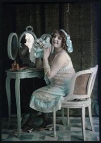 femme assise à sa coiffeuse by edmond goldschmidt
