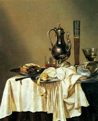 nature morte med kande, vinglas og ipe på et bord by gerrit willemsz heda