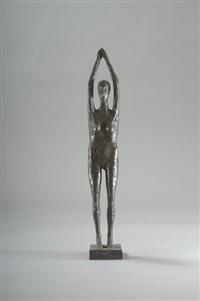 stehende mit erhobenen armen by carin kreuzberg