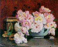 bodegón con flores y joyero by jeanne-marcelle aubert gris