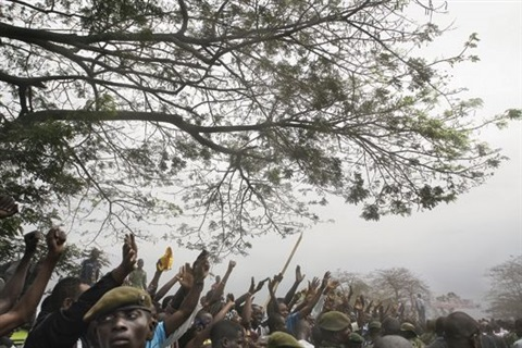 supporters of jean pierre bemba line the road as he walks to a rally from the airport kinshasa by guy tillim