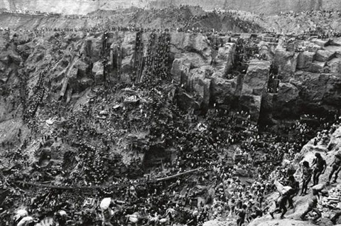 brazil cast of thousands serra pelada by sebastião salgado