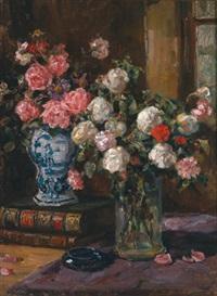 stilleben mit rosen in vase und büchern by luma von flesch-brunningen