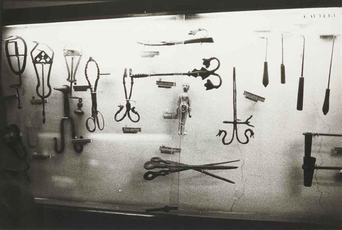 sans titre from série instruments gynécologiques by zoe leonard