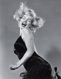 marilyn jumping by philippe halsman