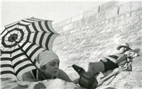 suzy vernon et bibi, royan by jacques henri lartigue