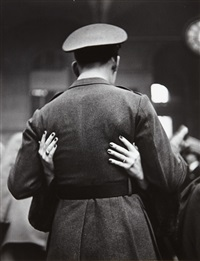 soldier saying goodbye, pennsylvania station, new york by alfred eisenstaedt