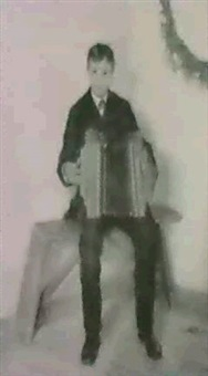 den unge harmonikaspiller by cathinca agerskov