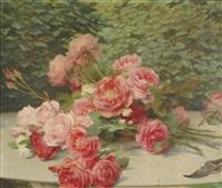 jeté de roses sur une table by gustave bienvetu