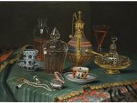 stilleben mit kristallgefässen, porzellantassen und einer uhr by christian berentz
