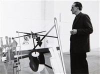 marcel duchamp devant une reconstitution de l'oeuvre la mariée mise à nu par ses célibataires, même, ou grand verre, musée d'art moderne de stockholm (6 works) by özkök lütfi
