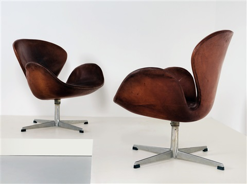 Two Swan Chairs By Arne Jacobsen