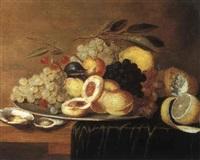 stilleben mit weintrauben, pfirsichen und austern by gillis jacobz van hulsdonck