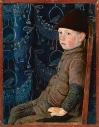 bub mit mütze auf einem stuhl, vor blauer tapete by otto sohn-rethel