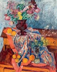 bouquet de fleurs posé sur une table by andor basch