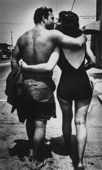 couple, manhattan beach by ed van der elsken