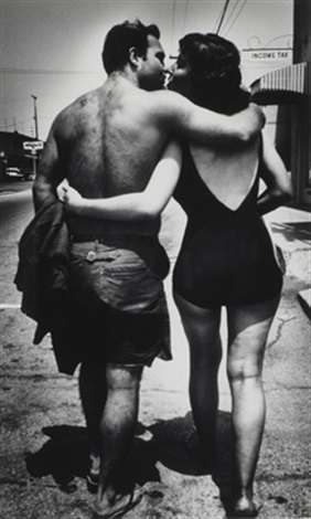 couple manhattan beach by ed van der elsken