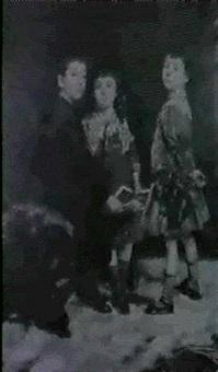 trois jeunes enfants a la lecture by camillo melnick
